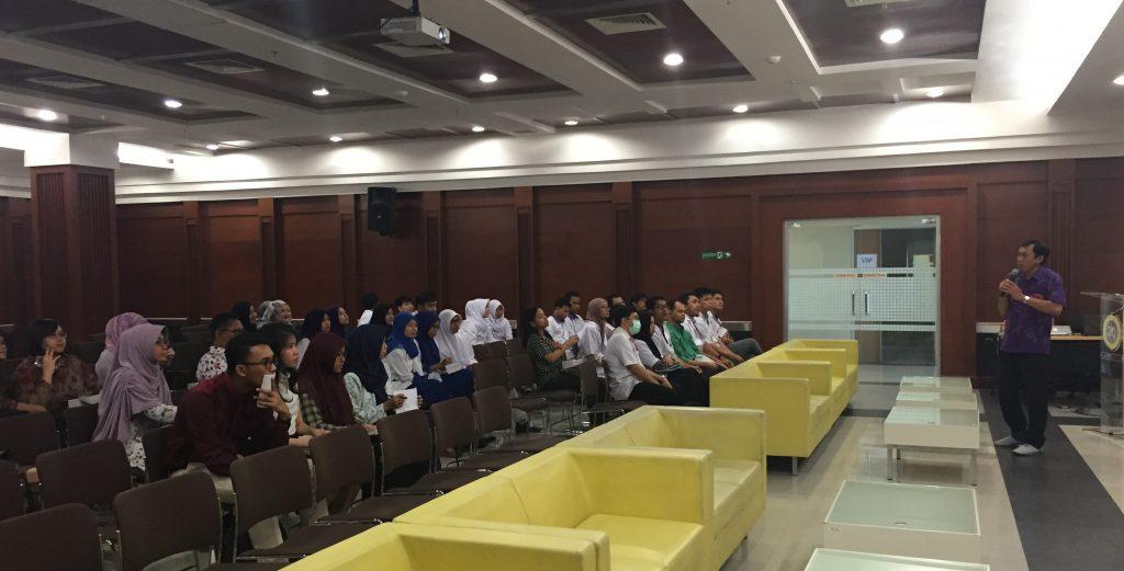 Cahyo Wibisono, dr., SpPD sebagai narasumber menyampaikan kasus yang dipakai untuk IPHEC.