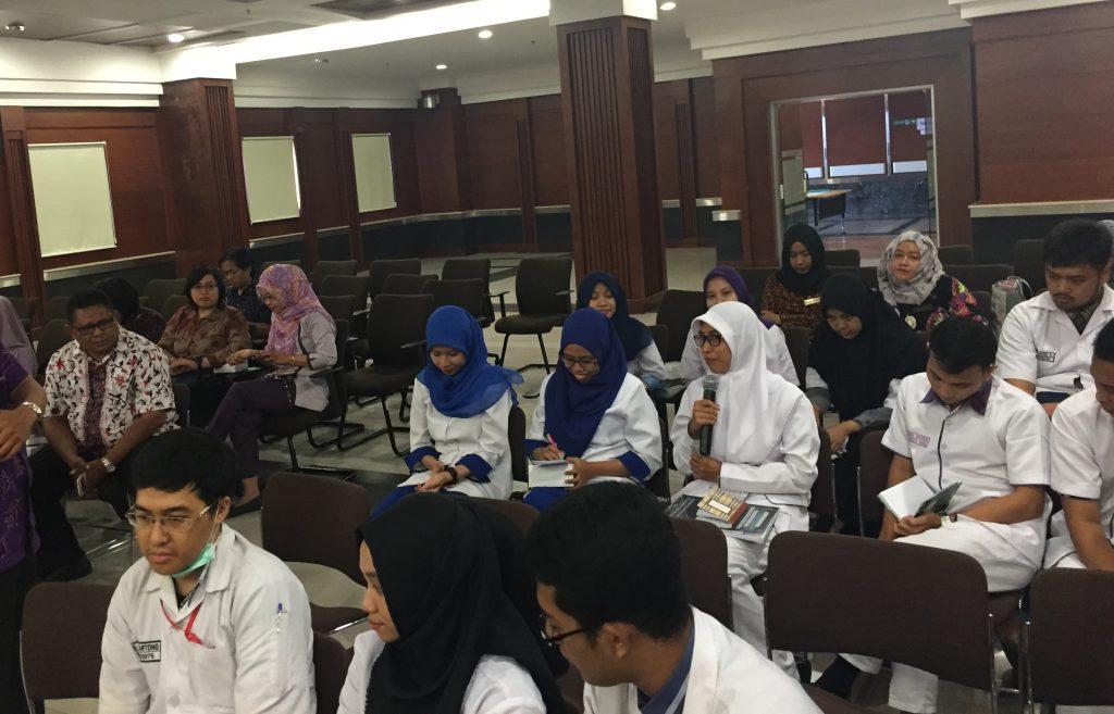 Diskusi oleh mahasiswa keperawatan