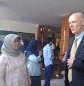 RS UNAIR menyambut tamu istimewa 2 orang Profesor Farmasi Klinis dari Amerika